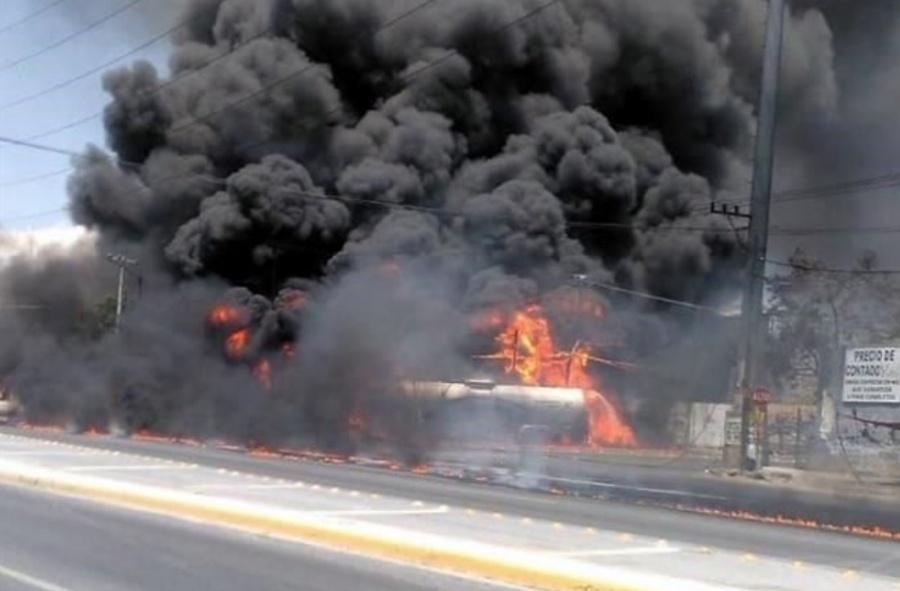 Pipa se incendia tras derrame de gasolina en Guadalupe