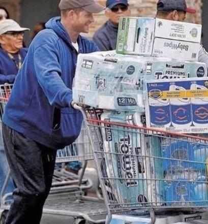 Decenas de críticas generó expríncipe Harry por compras de pánico