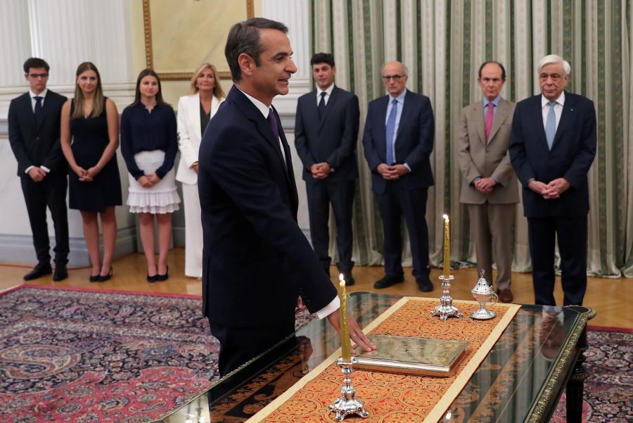 Líder conservador Mitsotakis asume como primer ministro griego