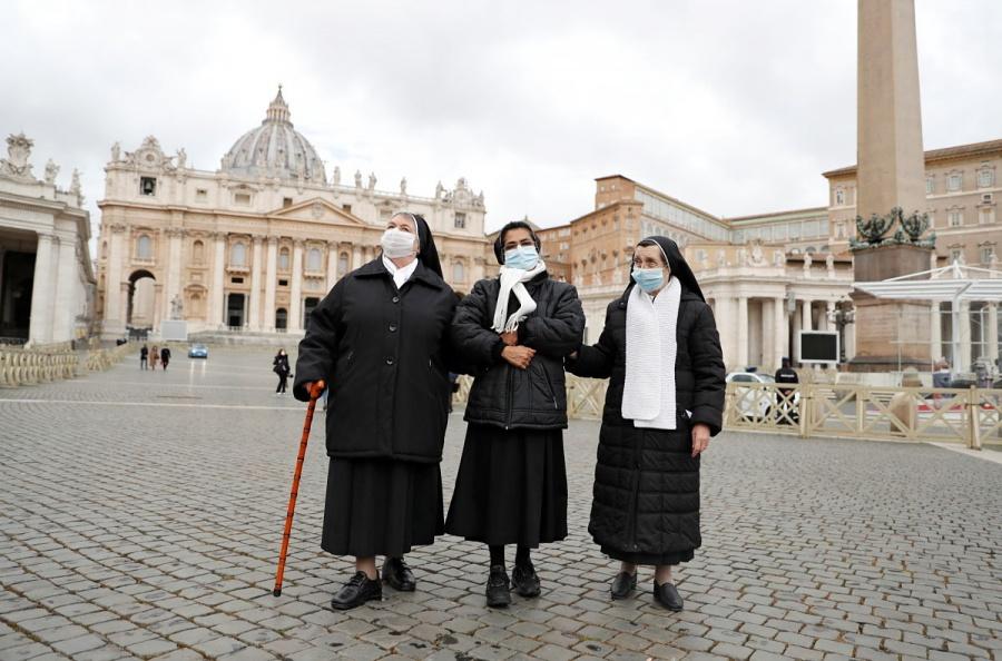 El Vaticano iniciará campaña de vacunación contra covid-19 a mediados de enero
