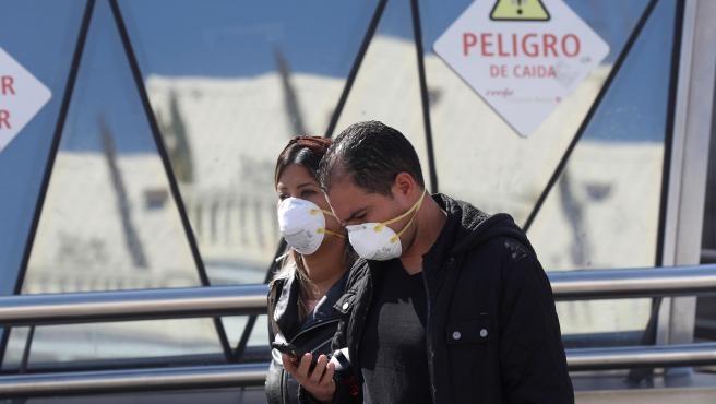 Llegan a 136 muertos y 5 mil 753 casos positivos en España