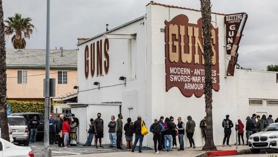 Coronavirus provoca aumento en venta de armas en EU