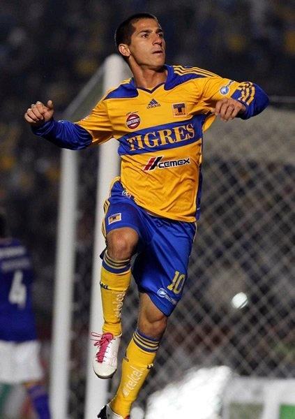 Ex jugador de Tigres le mienta la madre a Tuca Ferreti