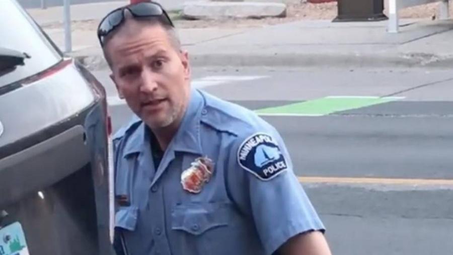 Aprehenden a policía que asfixió a un afroamericano en Minneapolis