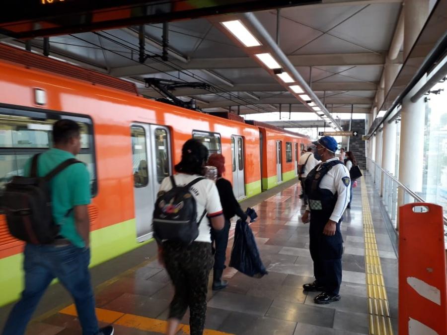 El metro cerrará 6 estaciones más para evitar afluencia al Zócalo