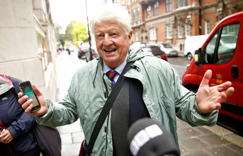 Pide padre de Boris Johnson la nacionalidad francesa