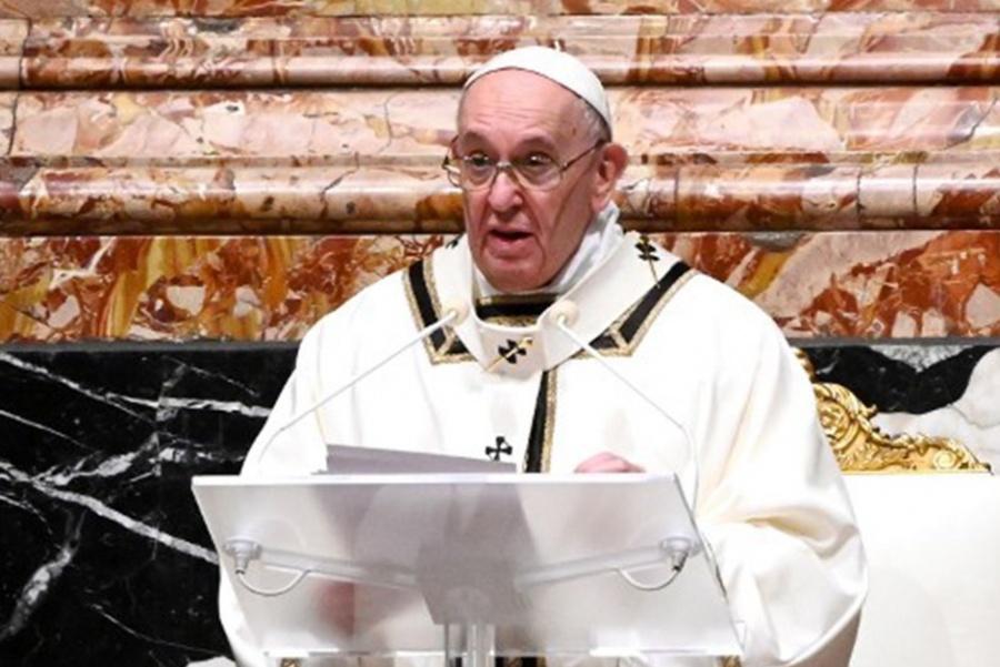 Papa no encabezará servicios de Año Nuevo por sus dolores en una pierna