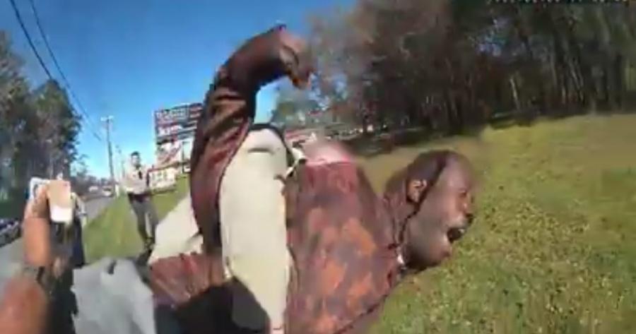 Afroamericano denuncia abuso policial en Georgia y pide compensación económica
