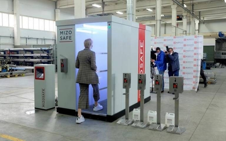 Túnel de sanitización se instala en casa de Putin para protegerlo de Covid