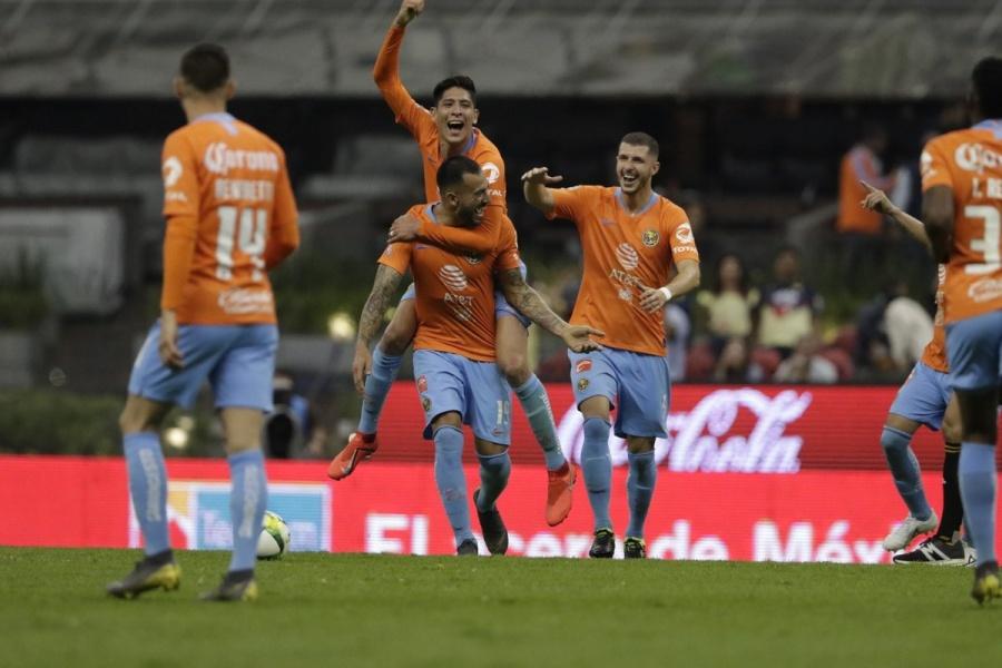 Carlos Salcedo estalla contra Edson Álvarez