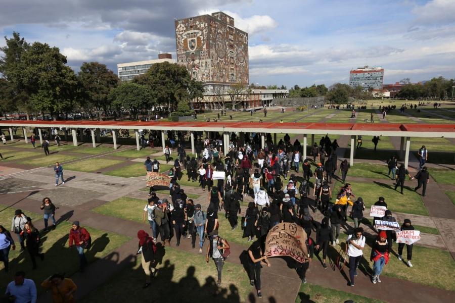 Estudiantes de la UNAM marchan hacia a Rectoría para entregar pliegos petitorios