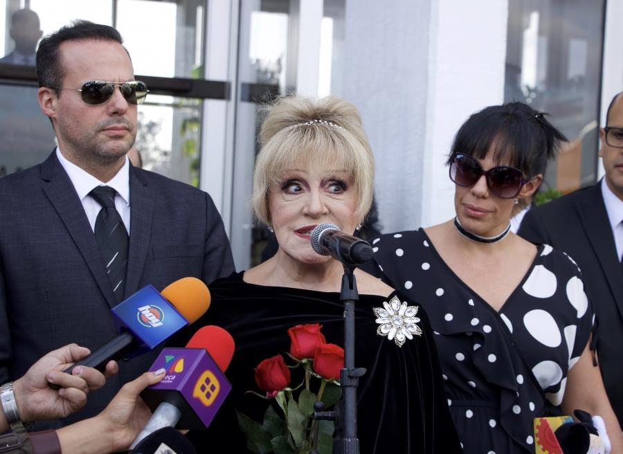 Anel recibe a sus hijos José Joel, Marysol y cenizas de José José
