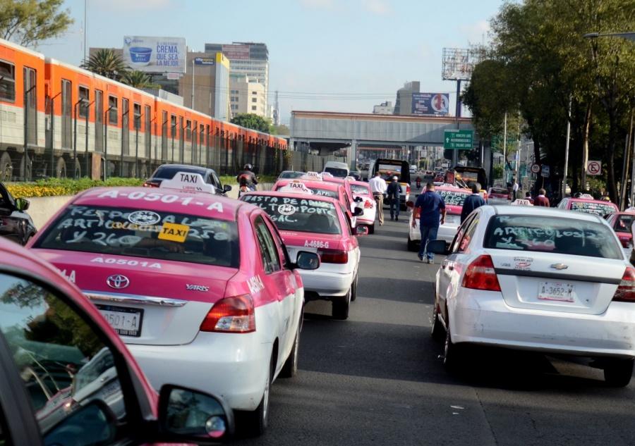 Se complica circulación en CDMX por la movilización de taxistas