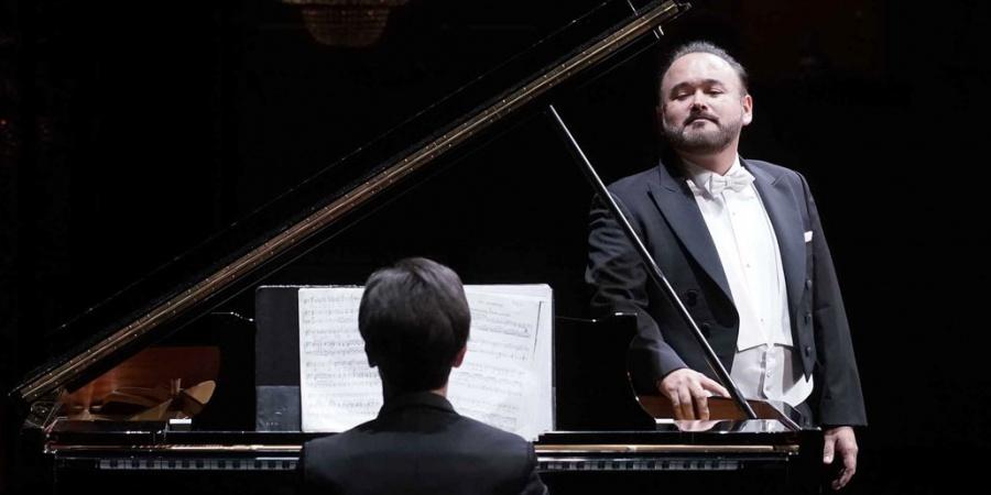 Javier Camarena festeja los 200 años del Museo del Prado con las mañanitas
