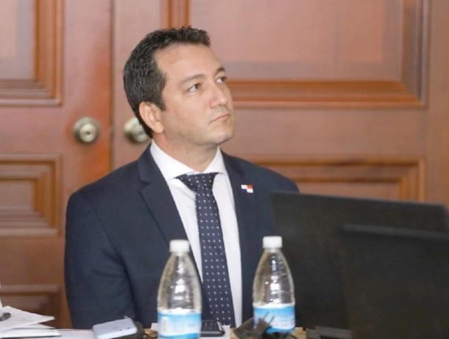 Renuncia viceministro de Panamá por supuesto sobrecosto de ventiladores