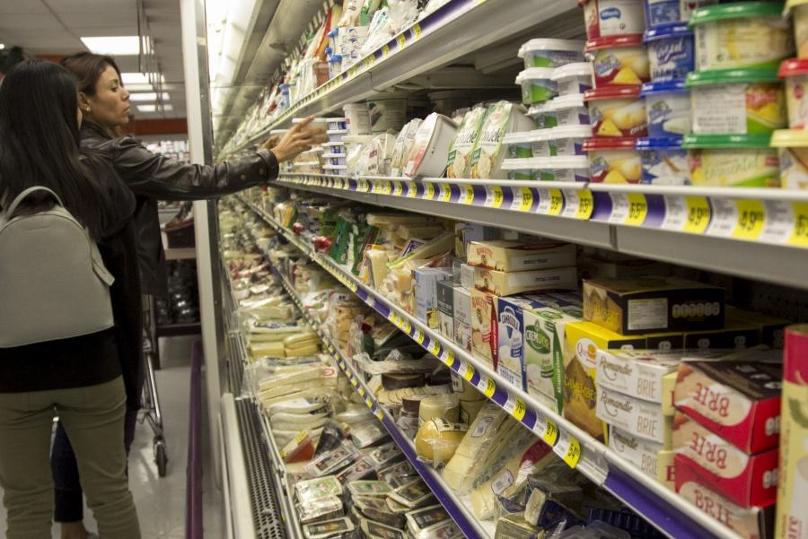 Sanciona Cofece a agentes económicos del mercado de lácteos
