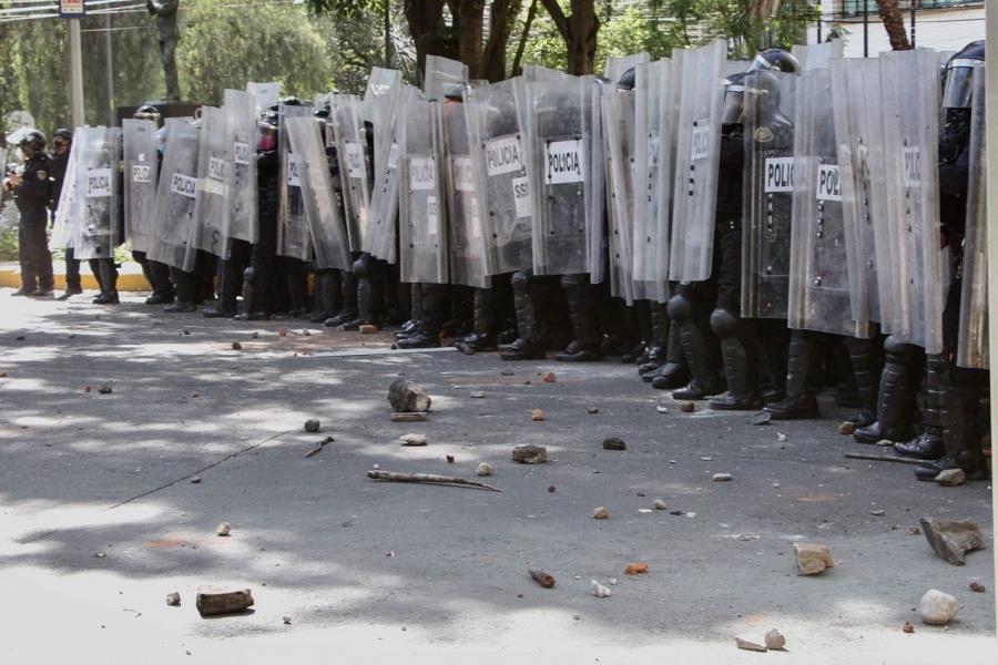 Detienen a dos policías implicados en la agresión a joven durante manifestación en CDMX