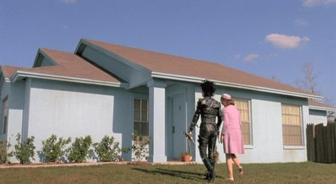 """La casa de """"el joven manos de tijeras"""" está a la venta"""