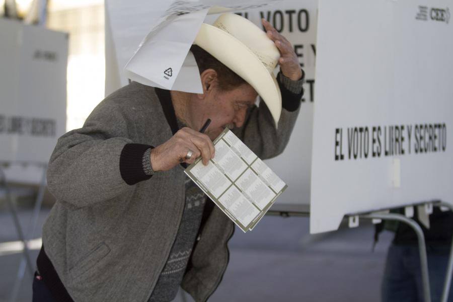 Buscan prohibir uso de celulares o cámaras fotográficas al momento de votar