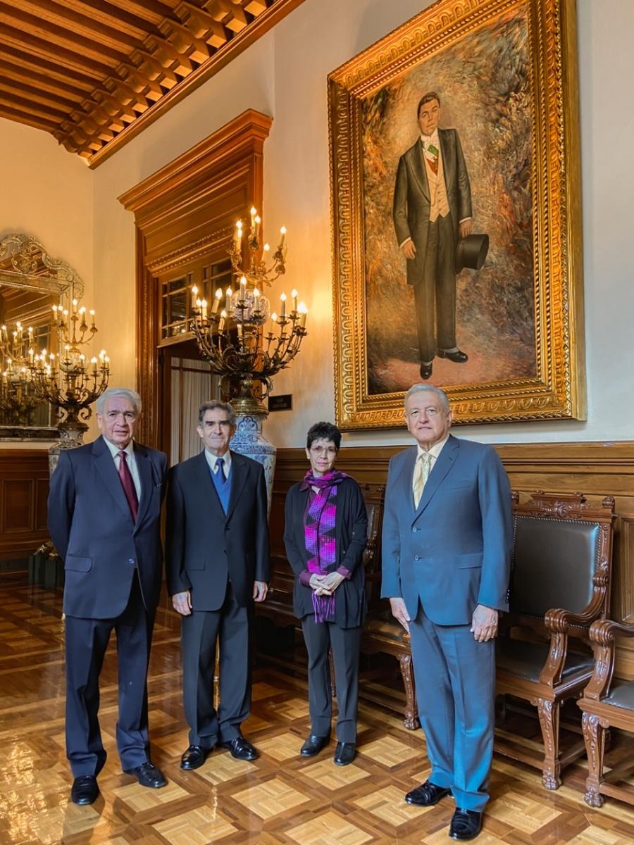 AMLO recibe a nietos de Adolfo de la Huerta, ex presidente de México
