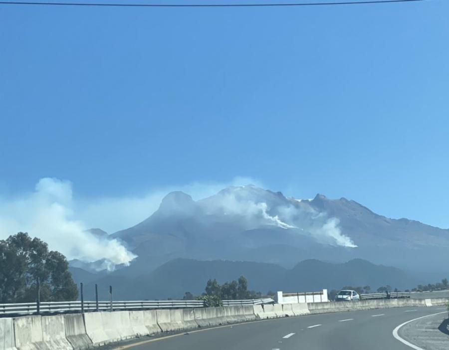 Incendio en el volcán Iztaccíhuatl ya fue controlado al 50 por ciento, informan autoridades
