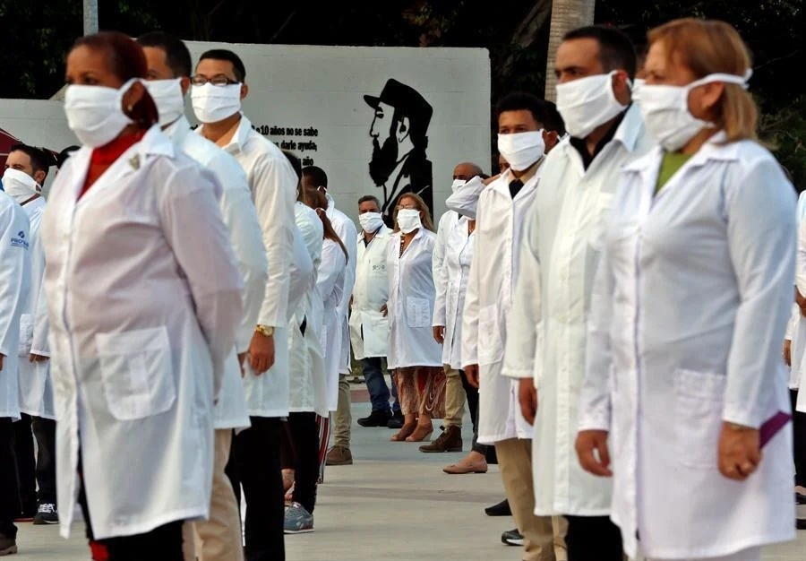 Médicos cubanos de regreso a su país, terminó su colaboración con la CDMX