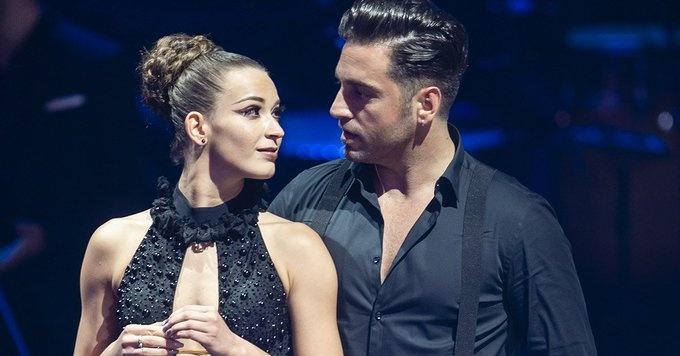 David Bustamante dejó ver su amor por Yana Olina en pleno concierto