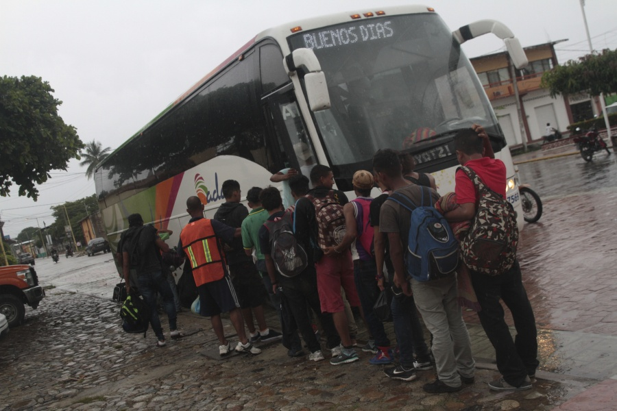 Pedirán INE a viajeros de autobús foráneo para evitar migración ilegal