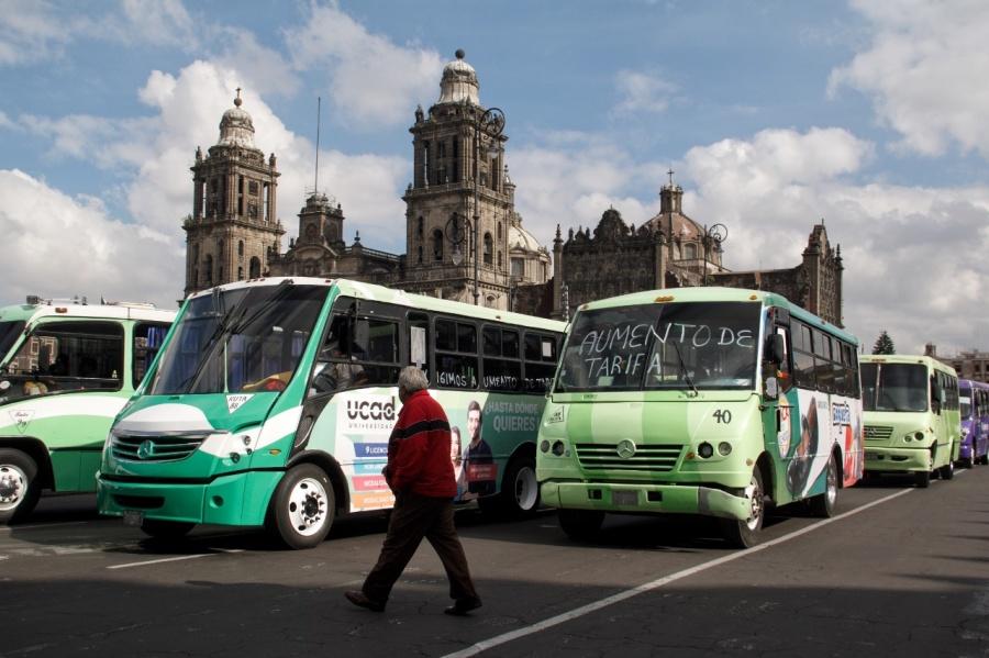 Transportistas arriban al Zócalo capitalino