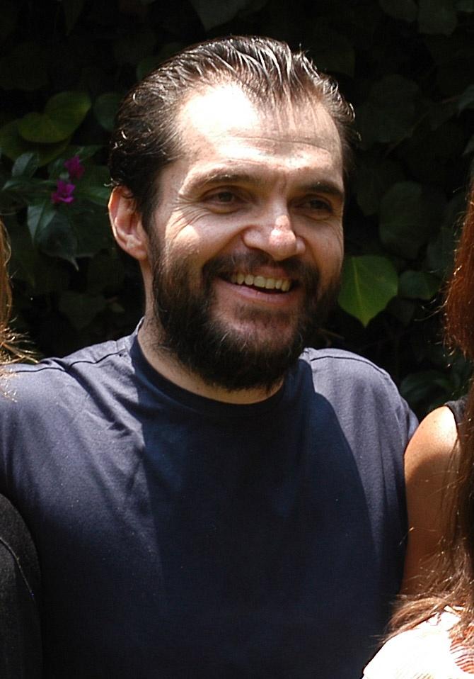 Hija de Carlos Ahumada muestra un tuit en la que se la ve sonriente junto a su padre
