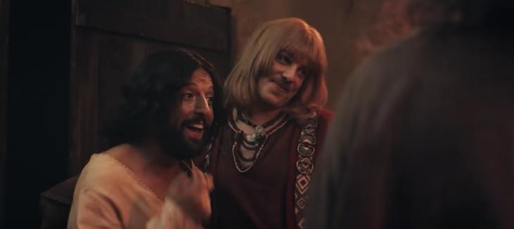 Atacan con bombas molotov sede de productora que hizo película de Jesús gay