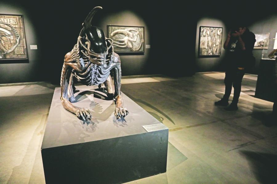 Exhiben cabeza original y más de 100 piezas de Alien en Reforma