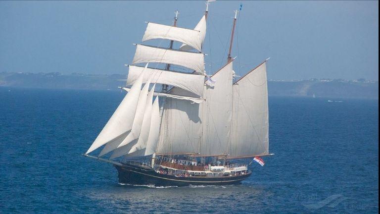 Un barco con 48 niños a bordo se encuentra a la deriva en costas mexicanas