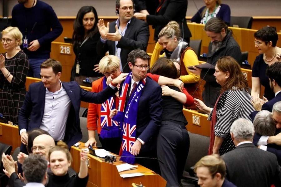 Ratifica Parlamento Europeo acuerdo del Brexit