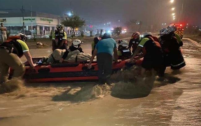 En plena inundación nace un bebé en Nuevo León