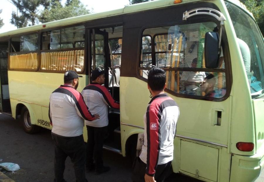 INVEA realiza operativos en transporte público y establecimientos de Iztapalapa