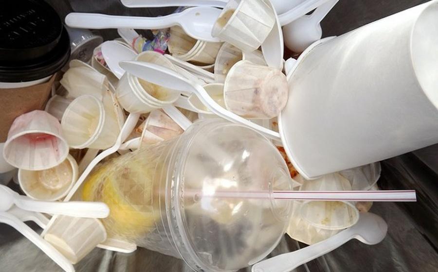 Inicia la prohibición de venta de popotes, vasos y platos de plástico en CDMX