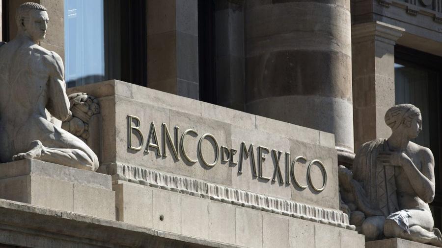 Banxico: La economía enfrenta desaceleración y una fase de estancamiento