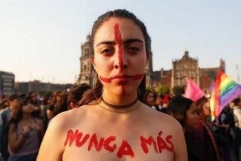 """Colectivo """"Voces de la Ausencia"""" marcha al Zócalo contra los feminicidios"""