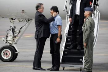Aterriza en el AICM avión de la Fuerza Aérea donde viaja Evo Morales
