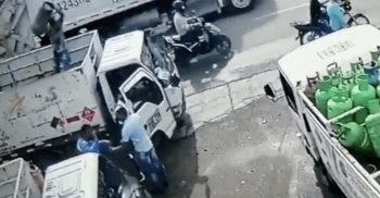 Empleado lanza tanque de gas para evitar asalto en Cartagena, Colombia