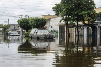 VIDEO: Intensas lluvias provocan inundaciones en Villahermosa, Tabasco