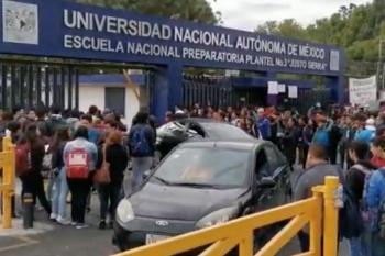 [Video] Encapuchados toman Prepa 3 de la UNAM; denuncian acoso sexual