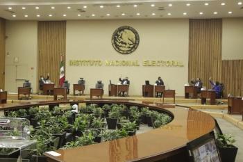 Ordena INE a AMLO dejar de hacer comentarios sobre partidos y alianzas