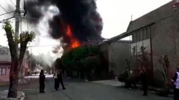 Vecinos controlan incendio en Ecatepec, Estado de México
