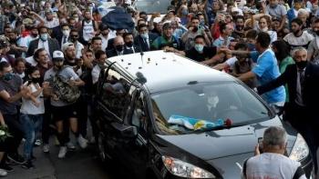 Parte cortejo fúnebre con restos de Diego Maradona