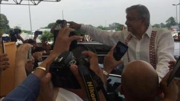 AMLO pide calma a manifestantes al llegar a Chiapas
