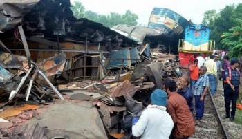 Choque de trenes en Bangladesh deja 16 muertos y más de 50 heridos