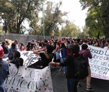 Alumnos del CCH Sur marchan rumbo a Rectoría por caso de abuso sexual