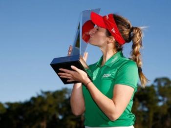 Gaby López encuentra la gloria del golf en torneo de campeonas